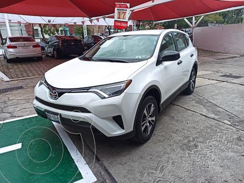 Toyota RAV4 LE usado (2017) color Blanco financiado en mensualidades(enganche $87,419 mensualidades desde $7,174)