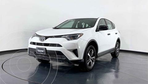 Toyota RAV4 LE usado (2018) color Blanco precio $344,999