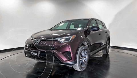 Toyota RAV4 LE usado (2017) color Gris precio $307,999