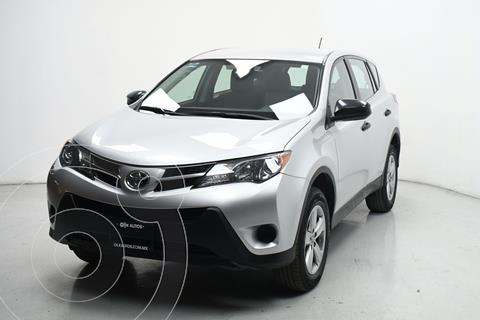 Toyota RAV4 2.5L Base usado (2015) color Plata Dorado precio $246,500