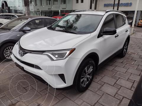 Toyota RAV4 LE usado (2018) color Blanco precio $384,000