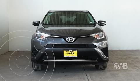 Toyota RAV4 XLE usado (2018) color Gris Oscuro precio $365,000
