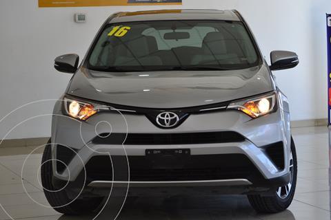 Toyota RAV4 XLE usado (2016) color Plata precio $325,000