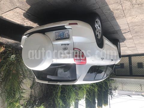 Toyota RAV4 2.4L Base usado (2011) color Blanco precio $150,000