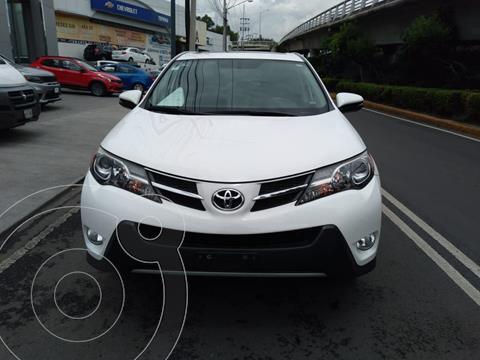 Toyota RAV4 XLE usado (2015) color Blanco precio $262,000