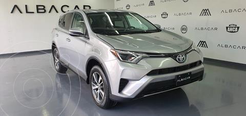 Toyota RAV4 XLE usado (2017) color Plata Dorado precio $329,900