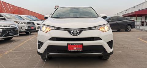 Toyota RAV4 XLE usado (2018) color Plata Metalico precio $369,000