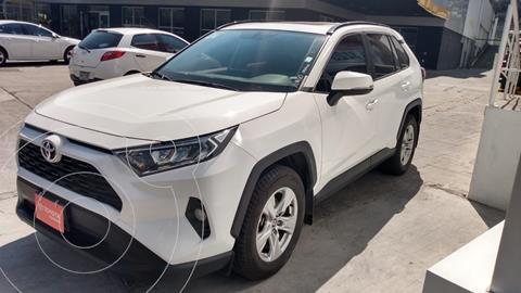 Toyota RAV4 XLE usado (2020) color Blanco precio $495,000