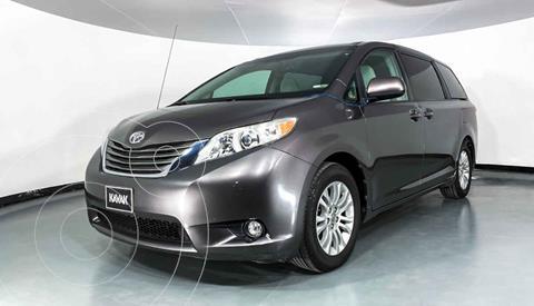 Toyota Sienna XLE 3.3L usado (2013) color Gris precio $262,999