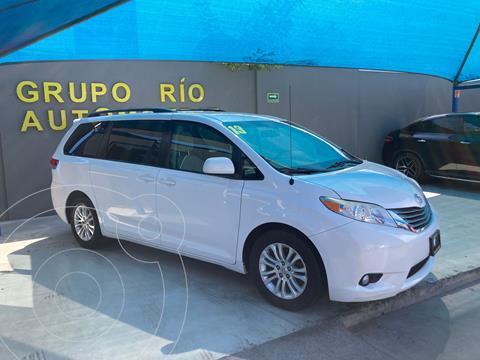 Toyota Sienna XLE 3.5L Piel usado (2013) color Blanco precio $235,000