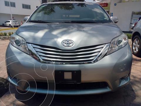 Toyota Sienna Limited 3.5L usado (2011) color Plata precio $268,000