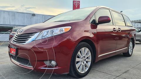 Toyota Sienna XLE 3.5L Piel usado (2015) color Rojo Obscuro precio $399,000