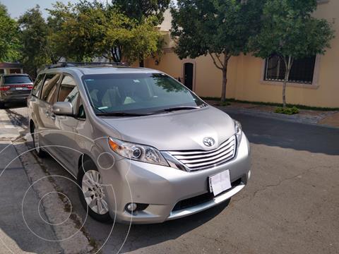 Toyota Sienna XLE 3.5L Piel usado (2014) color Plata precio $320,000