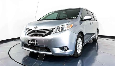 Toyota Sienna CE 3.3L usado (2013) color Plata precio $279,999