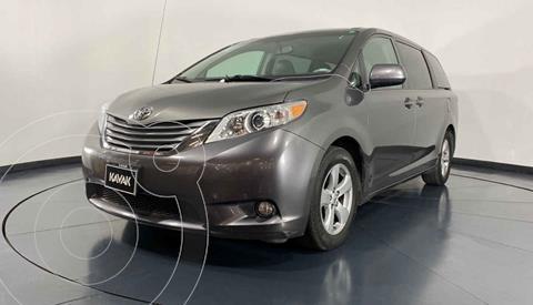 Toyota Sienna XLE 3.3L usado (2011) color Gris precio $219,999