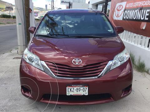 Toyota Sienna LE 3.5L usado (2015) color Marron precio $305,000
