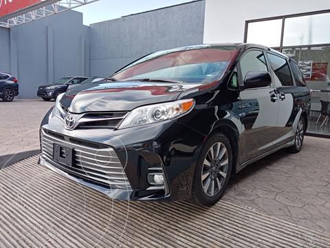 Toyota Sienna XLE Piel usado (2020) color Negro precio $730,000