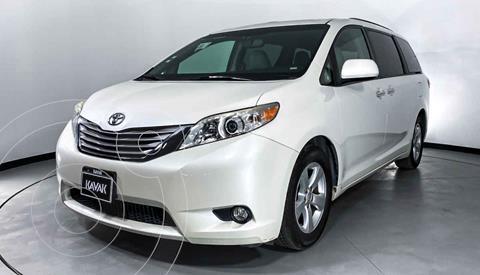 Toyota Sienna XLE 3.5L Piel usado (2015) color Blanco precio $352,999