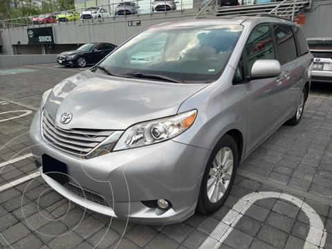 Toyota Sienna XLE 3.5L Piel usado (2017) color Gris Oscuro financiado en mensualidades(enganche $97,000 mensualidades desde $11,156)