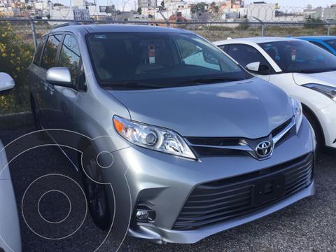 Toyota Sienna XLE 3.5L Piel usado (2020) color Plata Dorado precio $680,000