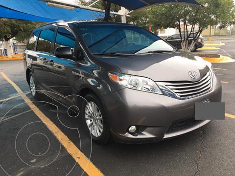 Toyota Sienna XLE 3.5L usado (2015) color Gris Oscuro precio $285,000