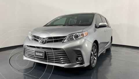 Toyota Sienna XLE 3.5L Piel usado (2018) color Gris precio $509,999