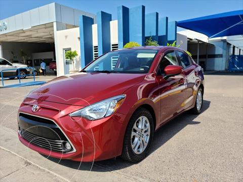 Toyota Yaris R XLE AT usado (2017) color Rojo precio $220,000