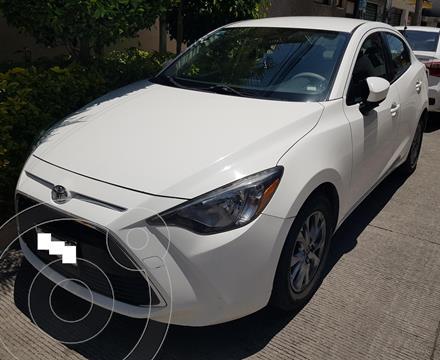 Toyota Yaris R LE usado (2017) color Blanco precio $176,000