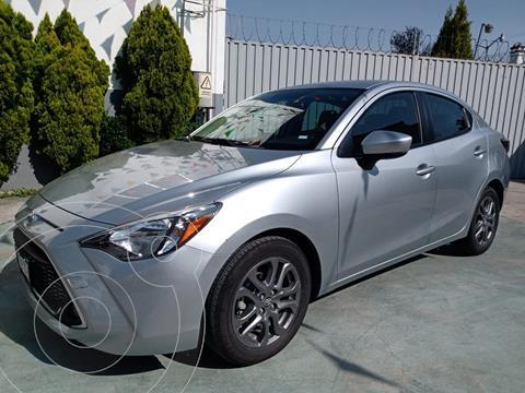 Toyota Yaris R XLE Aut usado (2020) color Plata precio $295,000