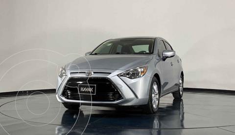Toyota Yaris Sedan XLE Aut usado (2017) color Plata precio $241,999