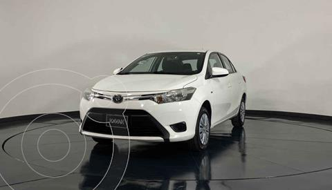 Toyota Yaris Sedan Core Aut usado (2017) color Blanco precio $199,999