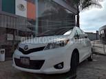 Foto venta Auto Seminuevo Toyota Yaris 5P 1.5L Premium Aut (2013) color Blanco precio $165,000