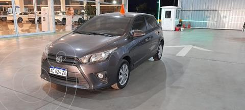 Toyota Yaris 1.5 CVT usado (2017) color Gris Oscuro precio $1.700.000