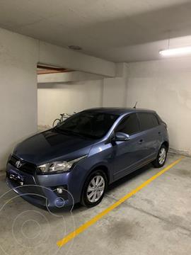 Toyota Yaris 1.5 CVT usado (2017) color Celeste precio $1.650.000