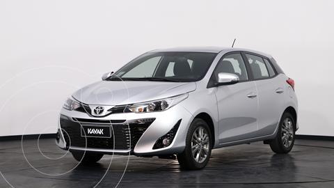 Toyota Yaris 1.5 XLS CVT usado (2021) color Plata precio $2.810.000