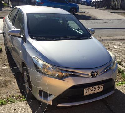 Toyota Yaris 1.5 GLi E  usado (2015) color Plata precio $8.390.000