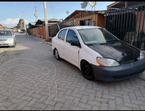 Toyota Yaris XL usado (2000) color Blanco precio $1.900.000