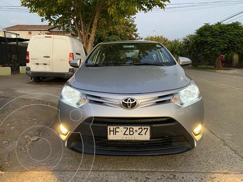 Toyota Yaris 1.5 GLi E  usado (2015) color Plata precio $7.000.000