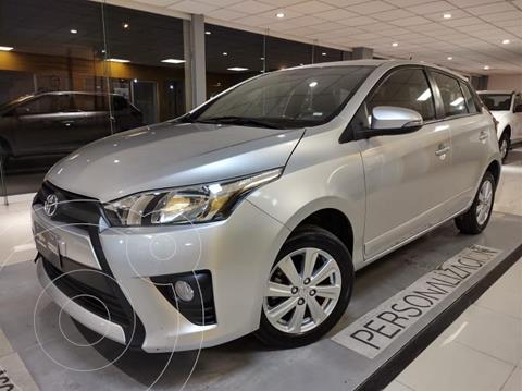 Toyota Yaris 5P 1.5L S usado (2017) color Plata Dorado precio $183,000