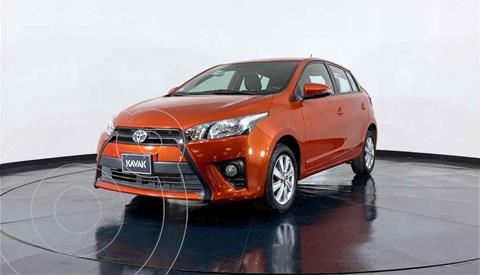 Toyota Yaris Core usado (2017) color Naranja precio $197,999