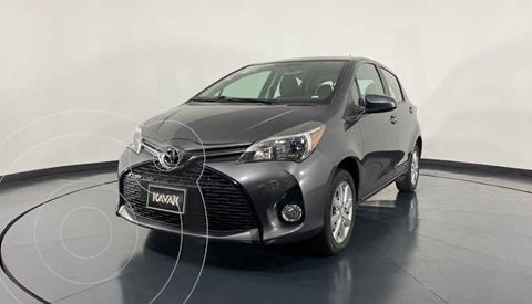 Toyota Yaris Premium usado (2015) color Gris precio $174,999