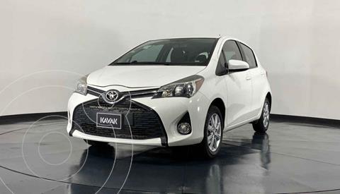 Toyota Yaris Premium usado (2015) color Blanco precio $169,999