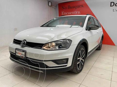 Volkswagen CrossGolf 1.4L usado (2017) color Blanco precio $309,000