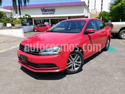 Volkswagen Jetta Trendline usado (2017) color Rojo Tornado precio $229,000