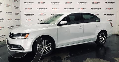 Volkswagen Jetta Trendline usado (2017) color Blanco financiado en mensualidades(enganche $45,000 mensualidades desde $4,779)