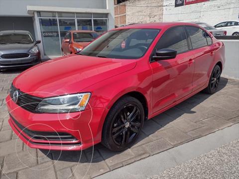 Volkswagen Jetta 2.0 usado (2018) color Rojo precio $235,000