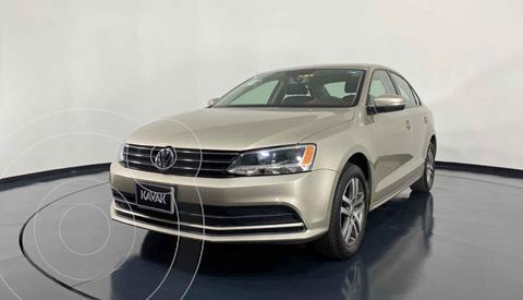 Volkswagen Jetta Version usado (2015) color Dorado precio $194,999