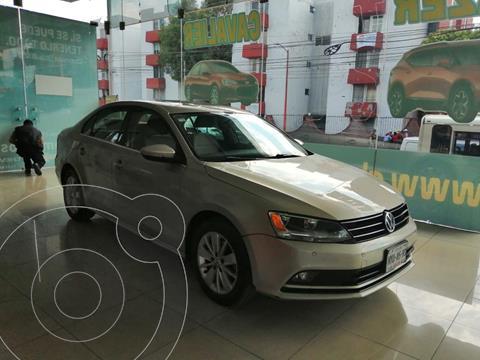 Volkswagen Jetta Comfortline usado (2015) color Beige precio $229,900