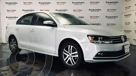Volkswagen Jetta Trendline usado (2017) color Plata Lunar financiado en mensualidades(enganche $45,000 mensualidades desde $4,779)