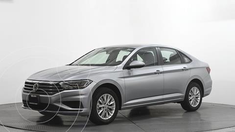Volkswagen Jetta Comfortline usado (2019) color Plata Dorado precio $305,000